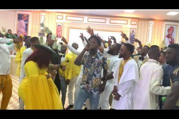 rev.-obofour-blows-cash-on-fameye-during-performance-at-his-church.jpghttps://weunitemusic.com/wp-content/uploads/2019/11/rev.-obofour-blows-cash-on-fameye-during-performance-at-his-church.jpghttps://weunitemusic.com/wp-content/uploads/2019/11/rev.-obofour-blows-cash-on-fameye-during-performance-at-his-church.jpg